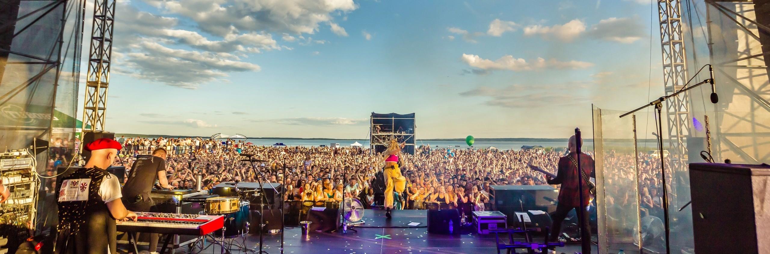 Viva Braslav — крупнейший спортивно-музыкальный фестиваль, который прошел 22 июля в небольшом городке на севере Беларуси – Браславе.