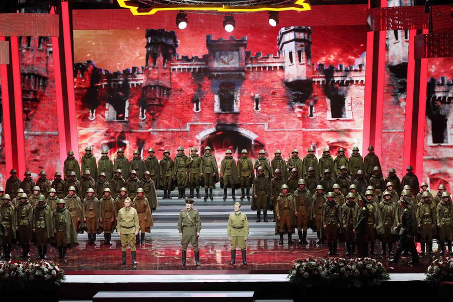 Торжественное собрание и концерт во Дворце Республики.
